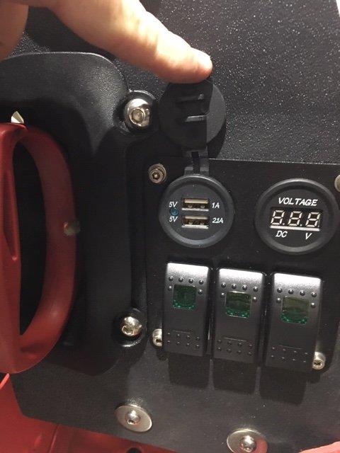RR-USB-Dash.JPG.e22794442f4dbfb40ba1bddf525e2740.JPG